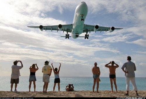 Пляж Махо - рай для любителей самолетов