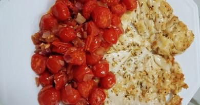 Frango rápido com tomates cereja.