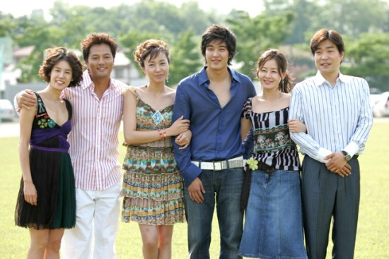 "Cast of Korean drama ""Single Again"""