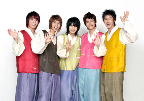 TVXQ wears hanbok for Korean thanksgiving