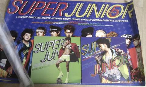 Siwon and Sung Min on the cover of Super Junior's 5th - Mr. Simple
