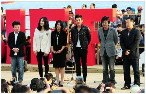 Cast of Wandeugi at the Busan International Film Festival