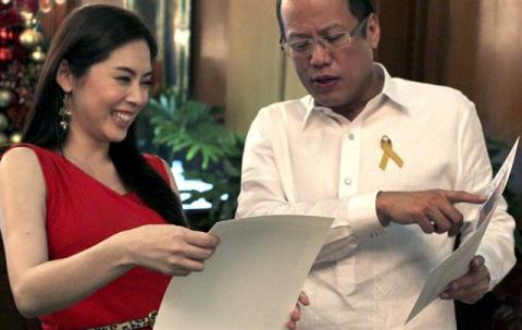 Pnoy and Grace Lee share a good laugh