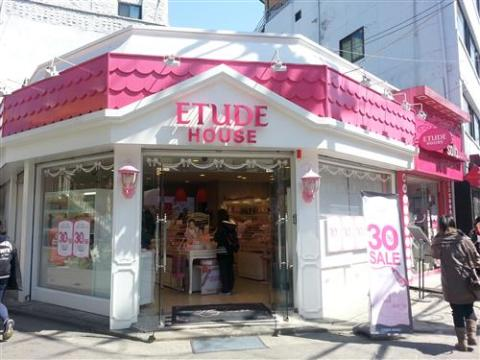 It's just another Friday here in Korea... Etude House sale!