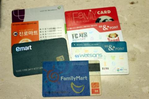 Get more points and discount with these grocer and convenience store cards.