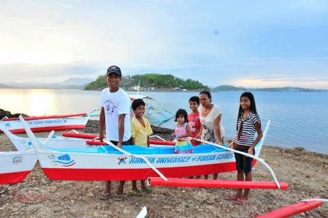 The Dequilla family with their boat donated by Hankuk University of Foreign Studies 24th Global CEO Group