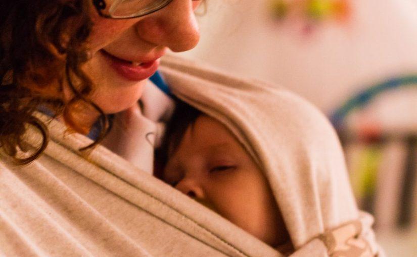 Babydragen als krachtig hulpmiddel om een veilige hechting te vormen