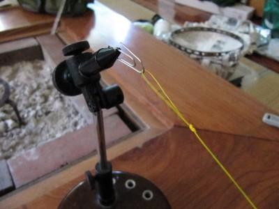 バイスを使ってラインの支点を固定