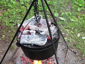 蓋をして、上火に炭をのせる