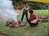 焚き火を起こす