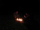 うちの奥さんも焚き火を楽しむ