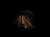 暗闇に浮かび上がるテント