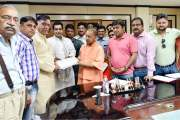 मुख्यमंत्री योगी अदित्यनाथ से मिले होम बायर्स, जल्द ठोस कार्यवाही करने के दिये आदेश