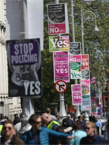 Irish Citizens' Assembly: street signs about the abortion referendum