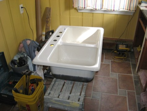 Intalling a Self Rimming Sink :: staging the sink prior to installing it