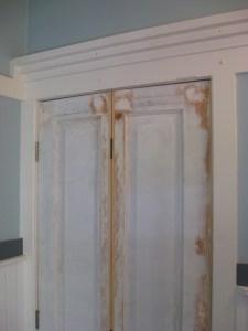 Making a bi-fold door :: salvaged 4-panel door