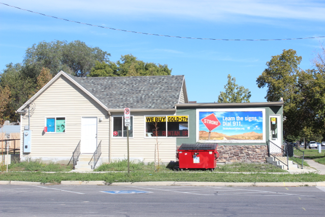 Retail on the corner of 700 South and 900 West. Photo by Isaac Riddle.
