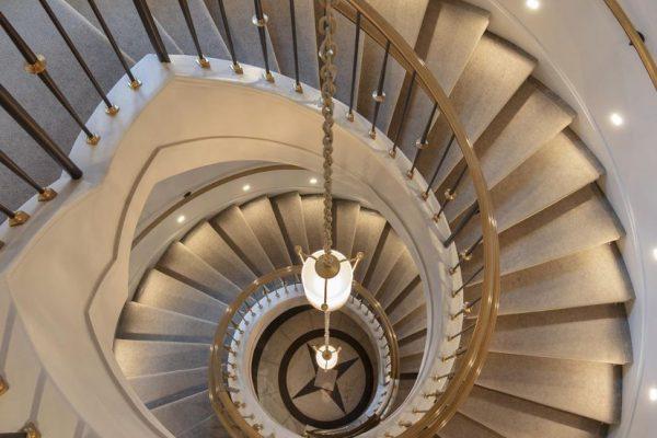 20ee-grand-stair