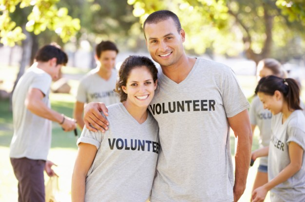 volunteer couple