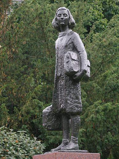 Anne Frank statue, Merweedeplein, Amsterdam