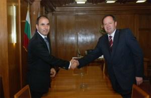 Досегашният министър на вътрешните работи Михаил Миков и неговият приемник министър Цветан Цветанов влязоха днес заедно в сградата на вътрешното ведомство. ФОТО: МВР