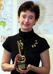 """2007 година - В категория: Най – добра журналистическа кампания, свързана с правото на достъп до информация  Награда """"Златен ключ"""" се присъжда на:  Алексения Димитрова, в-к"""
