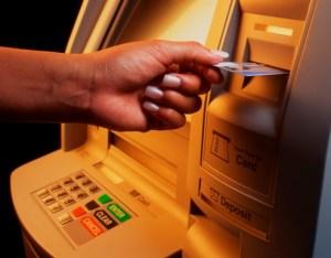 Банкоматът (на англ. ATM съкращение от Automated Teller Machine) представлява специализирано устройство с компютърно управление и мрежова връзка, предназначено за предоставяне на пари в брой и извършване на парични транзакции за обслужване на клиентите на притежаващата го финансова институция. Първият банкомат в света е бил инсталиран в Ню Йорк през далечната 1939 г., но след 6 месеца е бил изведен от употреба поради негативен прием от потребителите. Съвременните банкомати работят с кредитни и дебитни банкови карти с носител на данните магнитна лента или смарт-чип и изискват въвеждането на ПИН-код (персонален идентификационен номер) за удостоверяване на самоличността на картодържателя. ФОТО: Личен Архив
