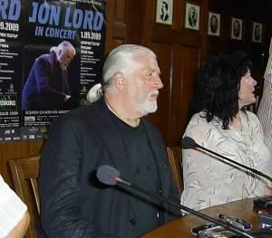 ДЖОН ЛОРД е английски пианист и композитор в областта на хард-рок музиката. Започва кариерата си през 1967 г. В група Дийп Пърпъл е клавирист до 2002 г. Познат е на меломаните по цял свят с неповторимата си блус-рок хамънд орган бленда. Той издава над 50 албума.