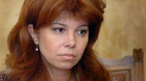 Илияна Малинова Йотова е родена на 24 октомври 1964 г. в София.Възпитаник на Софийския университет