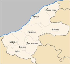 """Карта на Русенска област. Кошарна е село в Северна България. То се намира в община Сливо поле, Област Русе.Заселването района на селото е станало по време на каменно-медната епоха. От това време там са известни 4 селищни могили и едно височинно обиталище. Едната от могилите с най-големи параметри е разположена в местността """"Кайнак дере"""" на 3 км южно от селото.Открити са многобройни находки – керамични фрагменти, животински кости, оръдия на труда от кремък, мед, кост, предмети, свързани с древни култове. Интерес измежду тях представляват една плоска костена антропоморфна фигура, почти изцяло запазена, керамичен фалос – свидетелство за свързване на мъжкото начало с благополучието на рода и племето, както и за доминиращата роля на мъжа в праисторическото общество, керамична антропоморфна фигура на мъж, фрагментирана. Находките датират финалната фаза от развитието на селището към втората половина на късния халколит (4300-4200 г. пр. Хр.)и са характени за финала на каменно-медната епоха."""