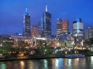 Мелбърн е столицата и най-големият град на австралийския щат Виктория и вторият по големина град в Австралия (след Сидни) с население от около 3,80 милиона души с предградията и 69 670 души на централната си част. Мелбърн е бил столицата на Австралия от 1901 г. до 1927 г. Градът се отличава със своята космополитност, висок жизнен стандарт и ниски нива на риск. Три последователни години 2002, 2003 и 2004 е определян за