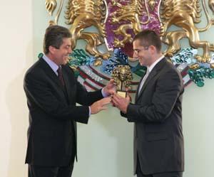 5 октомври 2009 г. Президентът Георги Първанов връчи наградата
