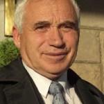 Д-р Желю Митев Желев, български философ и политик, първият демократично избран президент с 2,738,420 гласа (1 Авг 1990 - 22 Ян 1997) е роден на 3 март 1935 г. в село Веселиново, Област Шумен. 1960г. приет в БКП, 1965 е изключен за материали срещу марксизма-ленинизма. Желю Желев е женен за Мария Желева. Те имат две дъщери. По-малката, Йорданка, се самоубива през 1993 г. По-голямата, Станка, от 1993 г. живее в Париж и основното ѝ занимание е рисуването. През 2006 се омъжва за колумбиеца Адриан Вела. Днес Желев е председател (2-ри мандат) на Балкански политически клуб, основан на 26 май 2001 по негова идея.