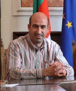 През 2003г. е избран за кмет на Сливен, а през 2008 е преизбран за втори мандат.