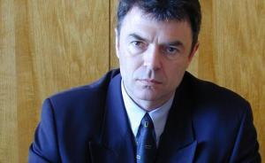 Сергей Игнатов е египтолог, с докторска степен в Санктпетербургския държавен университет и специализация в All Souls College в Оксфорд, вече бивш ректор на Нов български университет от 2002 г. Професионалната му кариера преминава през Института по тракология на Българската академия на науките, Факултета по класически и нови филологии на СУ