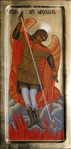 На Църквата Божия са известни имената на седем велики ангели, които винаги стоят пред престола на Господа. Всеки от тях има свое особено служение. Словото Божие представя св. архистратиг Михаил като вожд на небесните сили и борец против духовете на тъмнината. Поради това той се изобразява с копие в ръка, а с краката си тъпчещ дявола. (на снимката) Архангел Гавриил според Св. Писание е известител на тайните Божии; Рафаил - церител на недъците; Уриил - просветител на душите; Салатиил - се почита като молител и застъпник пред Бога; Йехудиил - прославя Господа; Варахиил - подава Божиите благословения. Икона на Василий Филипов - Похомов, роден на 05.04.1969 г. в гр. Варна ФОТО: Родно