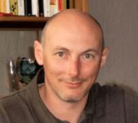 Атанас Чобанов е роден на 26. 06. 1968г. в гр.София, живее в чужбина от 1990 г. Научен сътрудник по компютърна лингвистика в CNRS. Публицист и журналист. Издател на сатиричния сайт Рога и Копита www.rogaikopita.com.