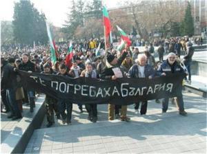 Протестите в България на спряха и на националния празник 3 март. Същият ден почина и самозапалил се във Варна по-рано. Исканията на протестиращите продължаватда бъдат не добре систематизирани и ясни и може да загубят своята посока. Която за всички е една - да получават достатъчно това което заслужават, а разходите никога няма да свършат, дори и да бъдат намалени или отменени.