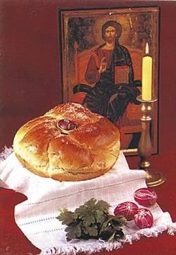 Според традицията великденските яйца се боядисват на Велики четвъртък или през Велика събота преди ВЕЛИКДЕН.На Велики четвъртък се подновява квасът и се замесва тестото за великденските хлябове. Те носят най-разнообразни названия из България: великденски кравай, богова пита, кошара, харман, квасник, яйченик, плетеница или кукла. Или най-популярното - КОЗУНАК! На ВЕЛИКИ ЧЕТВЪРТЪК се е състояла Тайната вечеря, на която е установено тайнството причастие (Мат. 26:17-35, Марк 14:12-31, Лук. 22:7-38, Иоан 13:1-17, 26). На тая вечеря Христос, като завещал новата заповед за любов към всички, явил на учениците Си, че ще бъде предаден.