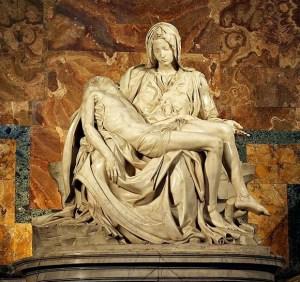 В базиликата Свети Петър се намира един от най-гениалните шедьоври на Микеланджело – Пиета. Тази безценна творба е разположена в първата капела отдясно, а Микеланджело работи върху нея на 25-годишна възраст.