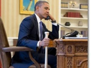 Снимка на Барак Обама, който държи бейзболна бухалка, докато говори по телефона с турския премиер Реджеп Тайип Ердоган, разгневи опозиционната Републиканска народна партия, която поиска министър-председателят да отговори пред парламента какви ответни действия ще предприеме. Разговорът се проведе на 30 юли 2012, а снимката, направена в Овалния кабинет, бе разпространена от Белия дом.