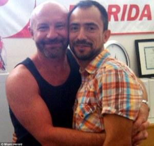 Траян (Трей) Попов и Джулиан Маршса са първата хомосексуална двойка в САЩ, която ще получи одобрение относно тяхното искане за издаване на зелена карта. Фото: uk.onlinenigeria.com