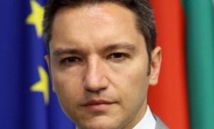 """""""Малко над 25% от ръководителите на задгранични представителства на България в чужбина са политически назначения. Трябва да се прекрати с политическите назначения в дипломатическите служби. Затова подготвяме и промени в законодателството,"""" посочи проценти външният министър Кристиан Винегин, без да покаже точни бройки, имена и държави."""