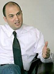 Стефан Тодоров Гамизов е български бизнесмен, общественик и експерт в енергетиката и националната сигурност. Гамизов прави редица разкрития, свързани с енергийната мафия и корпоративната престъпност, с което става неудобен за голяма част от политическите и икономически кръгове в страната.През 2008 година критикува дейността на ДАНС.