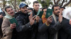 """""""Всички трябва да се проверяват. Те като стигнат на 500 метра от границата, каналджиите им взимат документите. И аз съм изненадан, че някои хора идват тук с документи и с много пари, което е много интересно – бягат от Сирия с много пари"""" Фото: БНР"""