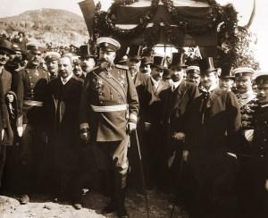 Фердинанд I, министър-председателят Александър Малинов, членове на правителството и генерали при обявяването на Независимостта на България на 22 септември (5 октомври нов стил) 1908 г. в църквата