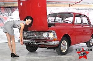 """Авторитетният Москвич-408 с цели 4 фара е част от Ретро Музея във Варна. задължителен атрибут на колата-соц-легенда е манивелата.През есента на 1965 г. между България и СССР е подписана спогодба за икономическо сътрудничество, според която до края на 1968 г. завод """"Балкан"""" в Ловеч трябва да бъде напълно окомплектован и готов за монтаж на 15 000 леки автомобила Москвич 408 годишно. На 4 ноември 1966 г. от монтажната линия на завода слиза първият лек автомобил """"Москвич 408"""". Общо през периода 1966–1990 в България са сглобени 304 297 броя Москвич 408, Москвич 408И, Москвич 412 и Москвич 2141"""