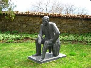 В двора на родната къща на Йордан Йовков в Жеравна има негов паметник, седнал, потънал в мисли.