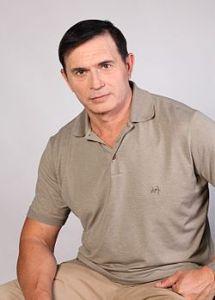 """Димитър Демиров Куцаров е български бизнесмен и председател на Сдружние """"България си ти!""""."""