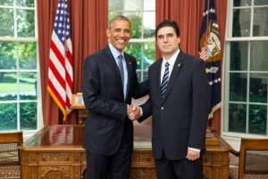 Извънредният и пълномощен посланик на Република България в САЩ Тихомир Стойчев връчи акредитивните си писма на президента на САЩ Барак Обама.